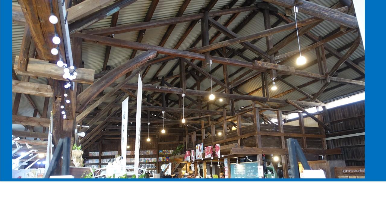 梁は元小学校で使われていたものだそうです。それから木材工場になって・・・倉庫ミュージアムで温かく活躍中。