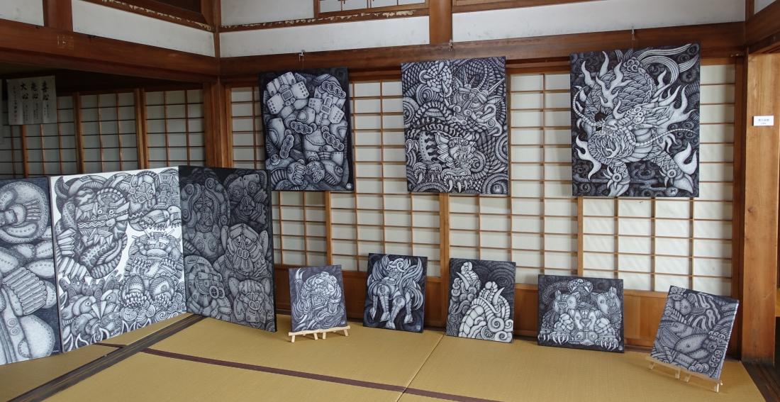 観音寺には事務局長の村瀬さんほかの作品が展示されていました。