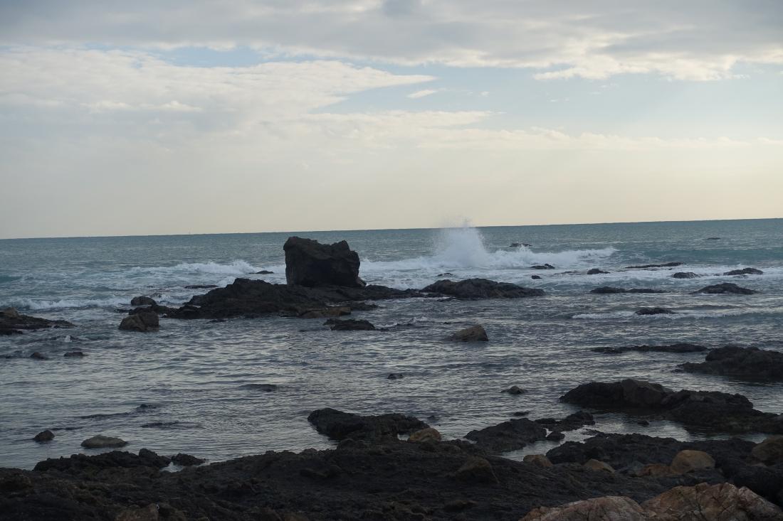 アトリエ前の海。水平線の向こうは太平洋。