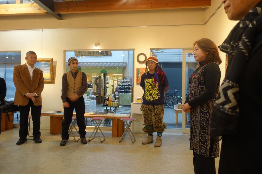 オープニング当日はアートムーブコンクールの締め切り日で、パーティーには何とか30分前に着くことができました!