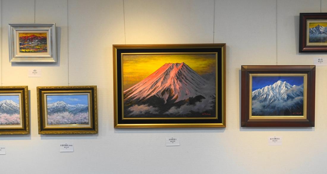 登山が趣味で山の絵がお好きだとか。穂高、槍、鹿島槍、五竜岳、白山、白馬、八ヶ岳などなど。山の好きな人には懐かしさが感じられると思います。