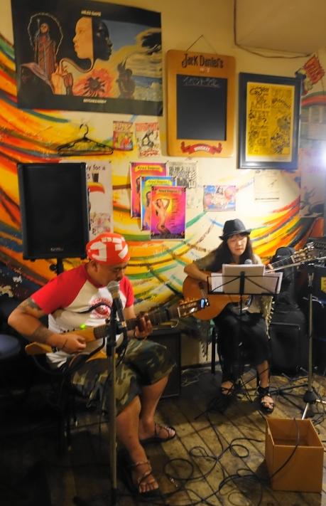 2016.8.9.「さがゆき」さんのライブ。後ろの黒板にはライブの予定は入っていないよー。