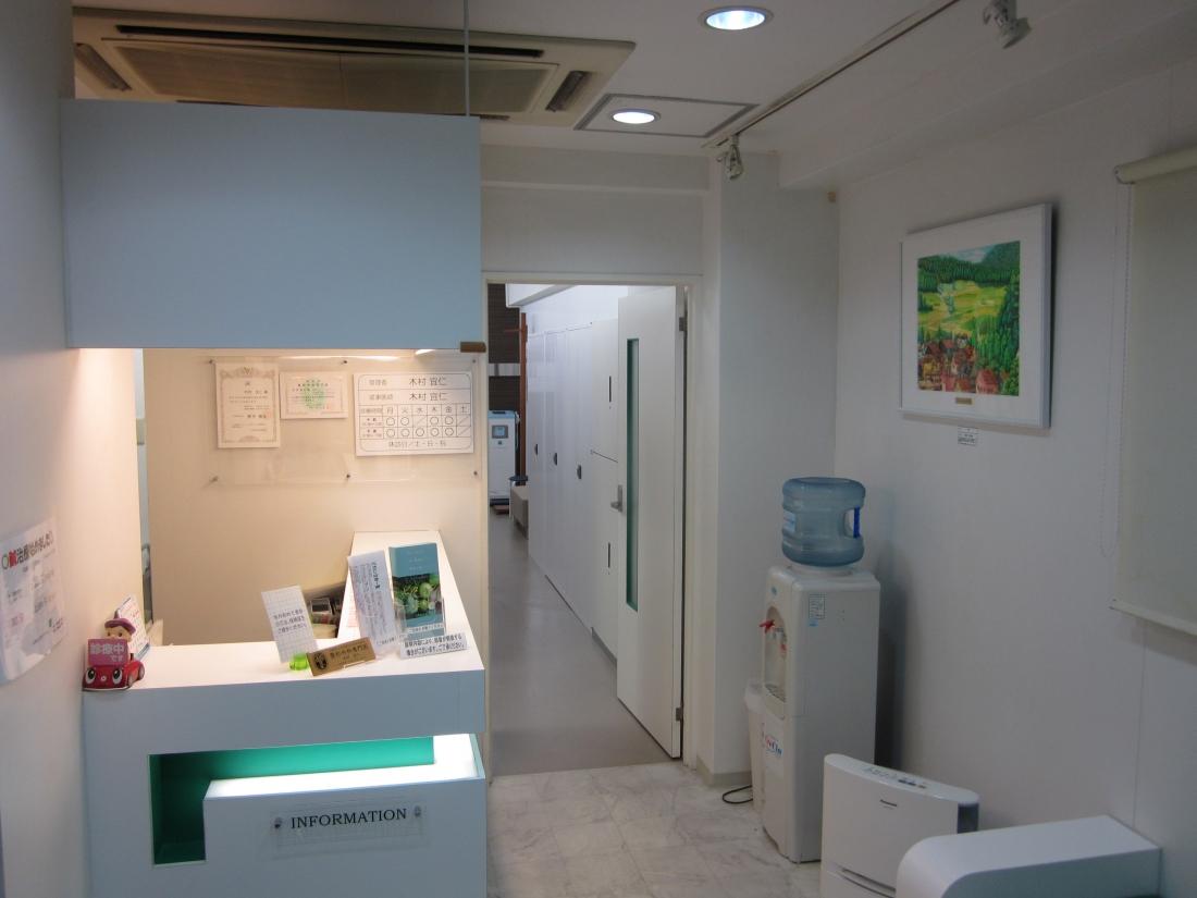 空間演出アーティスト:奥津香里命さん作品展示 大阪市中央区整形外科クリニックにて