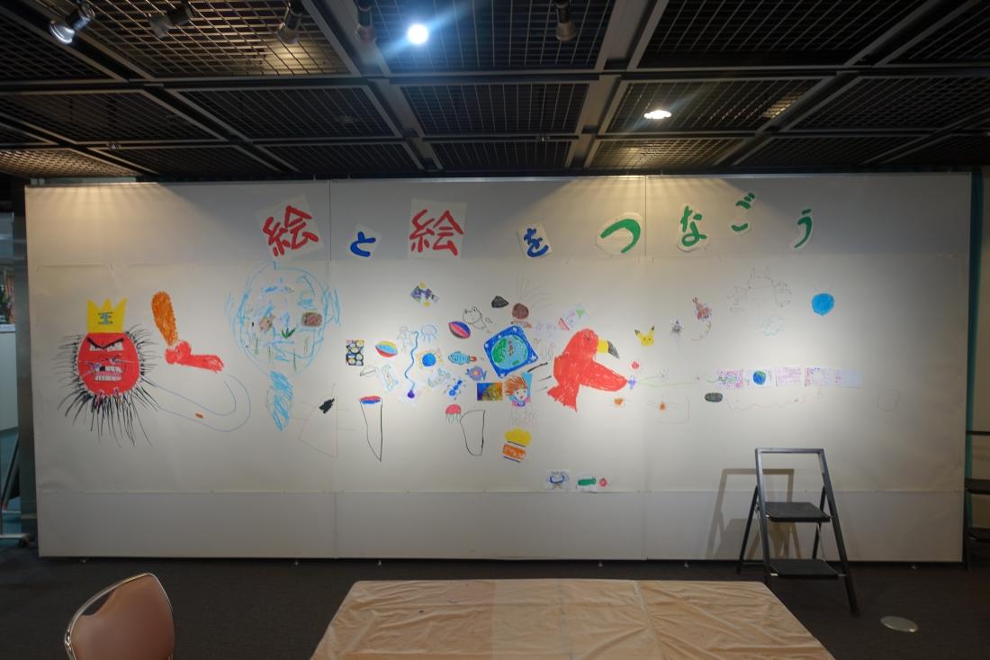 ポテトチップス絵画コンクール展第1日目の終了時点。