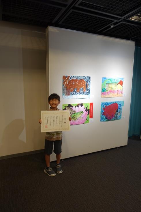大阪市教育委員会賞。カエル大好き?飼っている3種類の内トノサマガエル。すごい観察力だね。