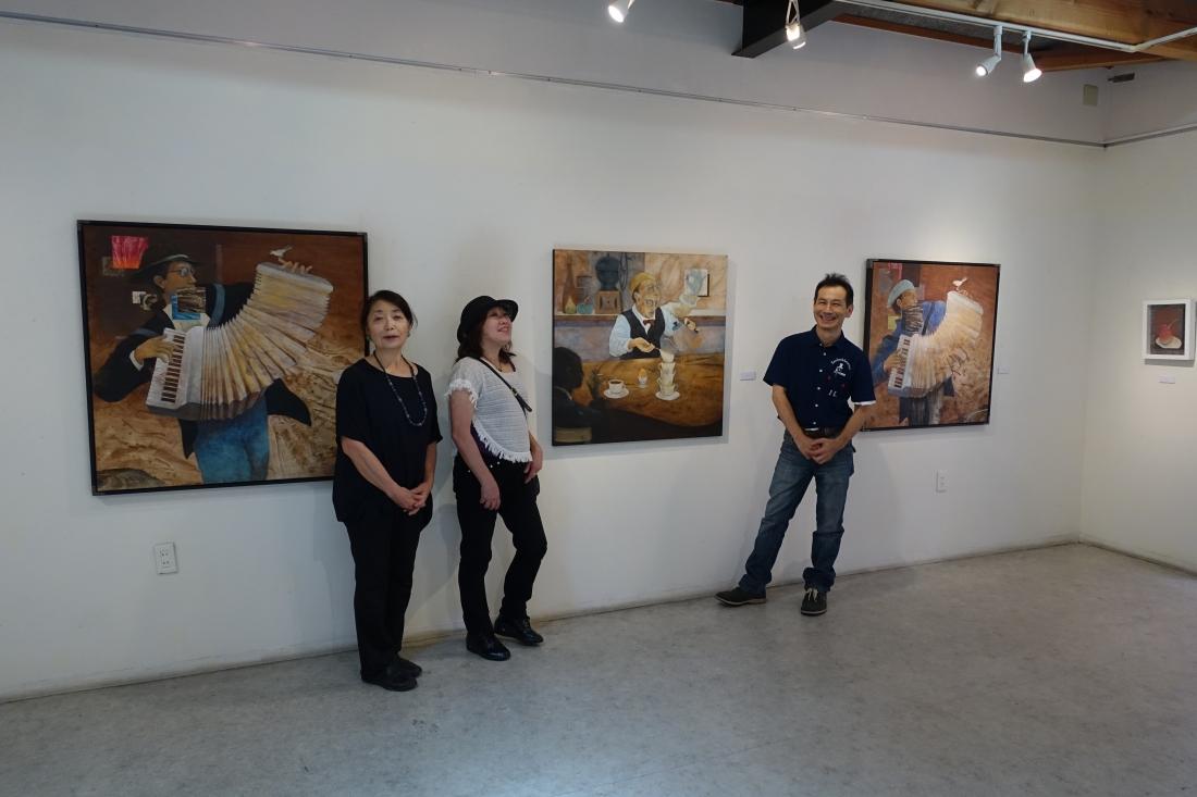 ギャラリーいろはにオーナー北野さん、アートムーブ山下、高橋誠さん。