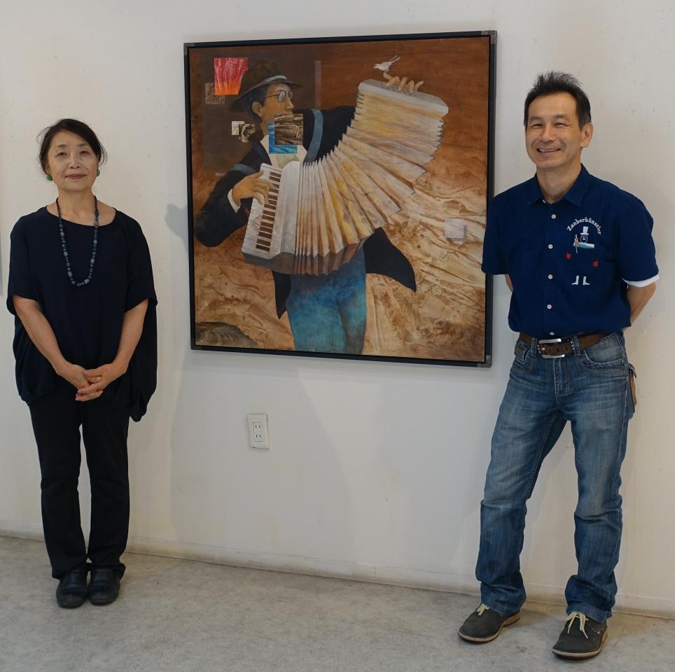 第18回アートムーブコンクール大阪市長賞「ミューズⅡ」を間に画廊オーナーと高橋さん。