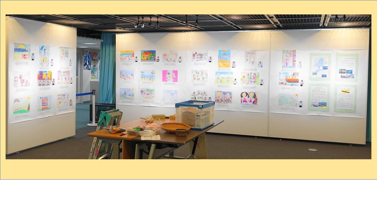 会場では「ブルネイ」の子どもたちの絵、30枚も展示された。手紙と写真が添えられていた。