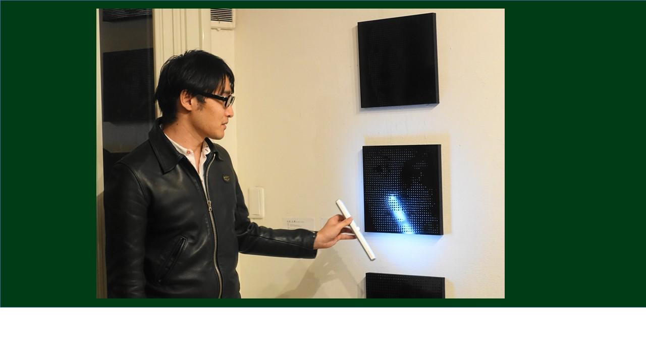 吉武さん。作品は光によって見えたり、見えなかったり。写真泣かせ。