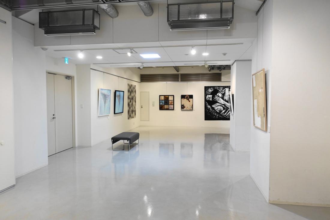 1回ルーム4を会場に展示しました。4階の第23回アートムーブコンクール展とはまた違った雰囲気で展示できました
