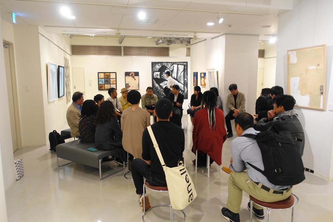 19日には受賞者・画廊オーナー・希望者によるフリートークを行いました。