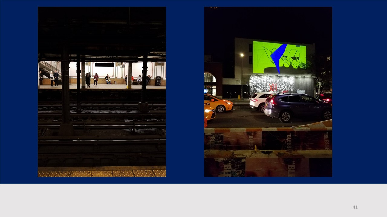 地下鉄の駅、ここでも演奏。右、動く広告がおもしろい(ヒロ)